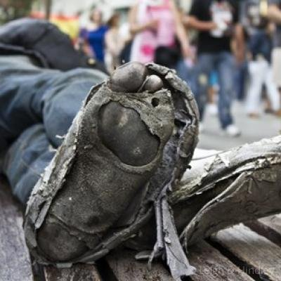 homeless-person-feet-0619